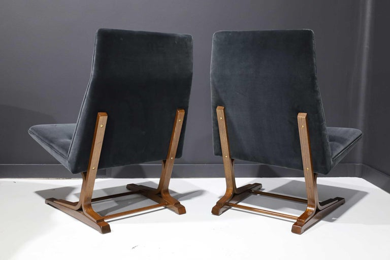 Pair of Roger Sprunger for Dunbar Cantilevered Chairs in Blue Velvet In Good Condition For Sale In Dallas, TX