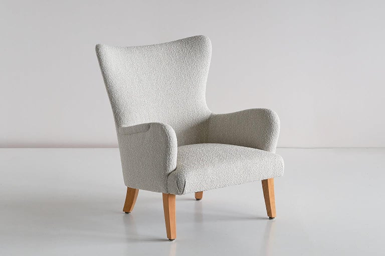 Mid-20th Century Pair of Rolf Engströmer Armchairs in Pearl Bouclé and Sycamore, Sweden, 1946 For Sale