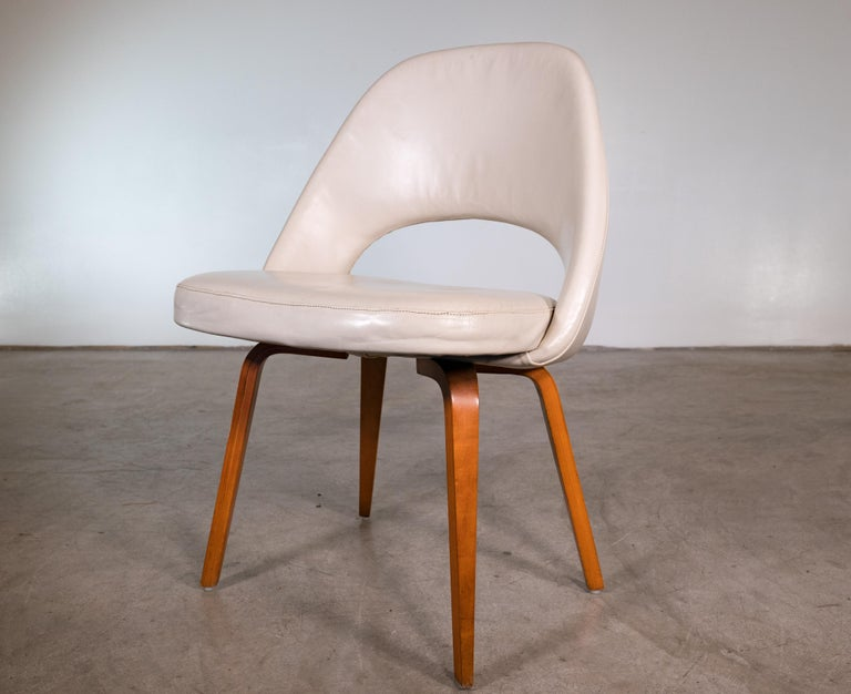 Mid-Century Modern Pair of Saarinen Lounge Chairs For Sale
