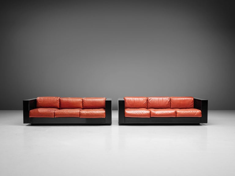 Pair of 'Saratoga' Black Sofas with Red Leather by Vignelli In Good Condition For Sale In Waalwijk, NL