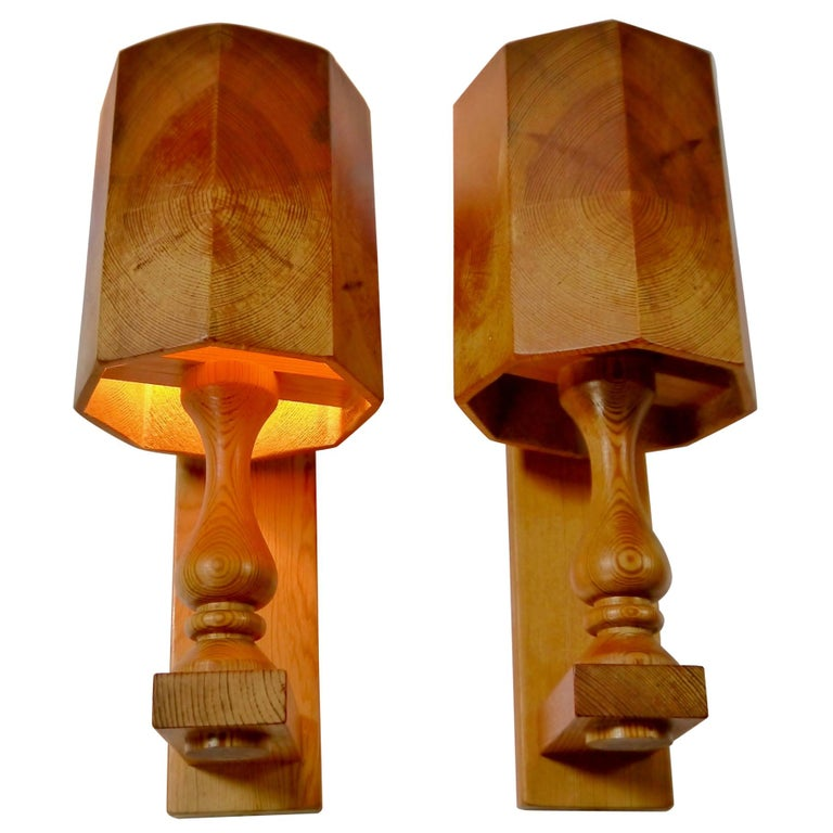 Pair of Scandiavian Modern Pinewood Wall Lights, Sweden, 1970s For Sale