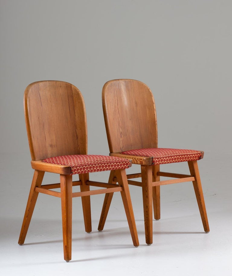 Rare chairs in pine manufactured in Sweden, circa 1940.