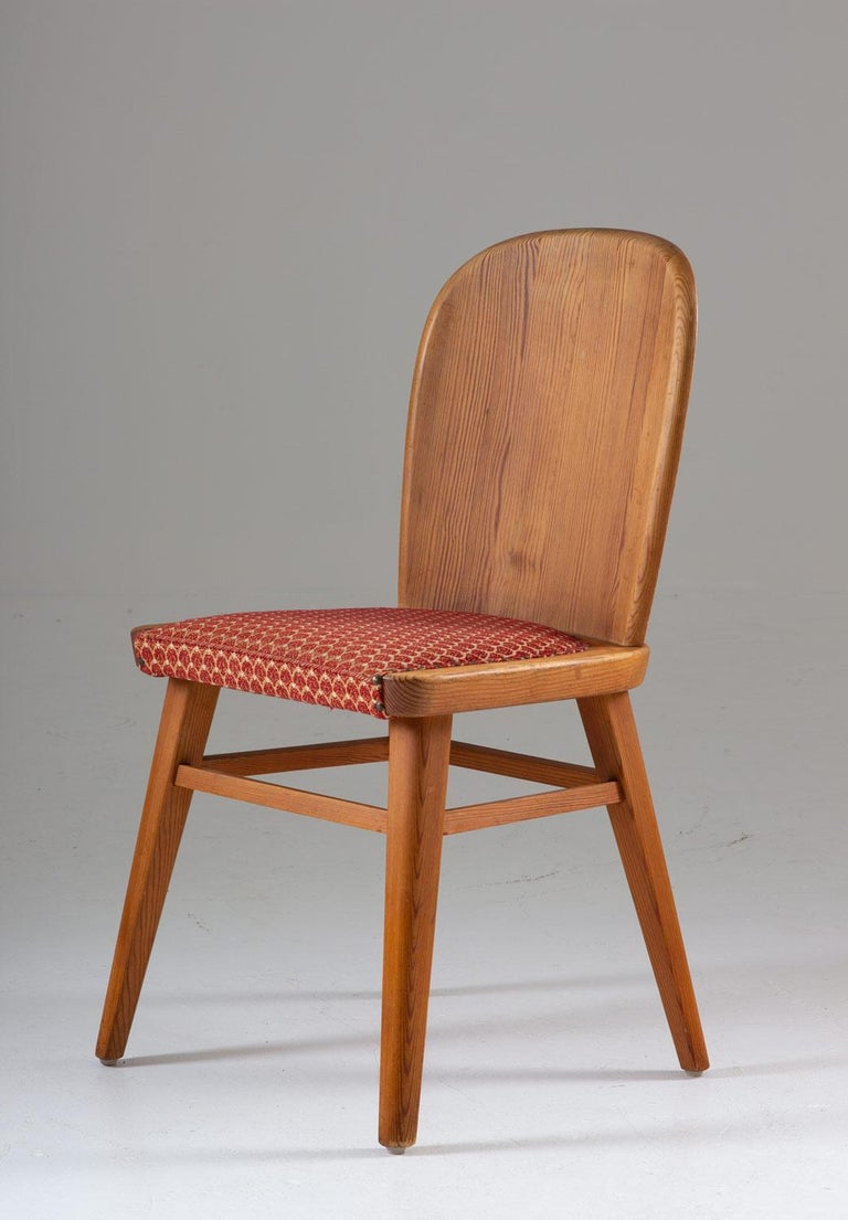 Swedish Pair of Scandinavian Chairs in Pine For Sale