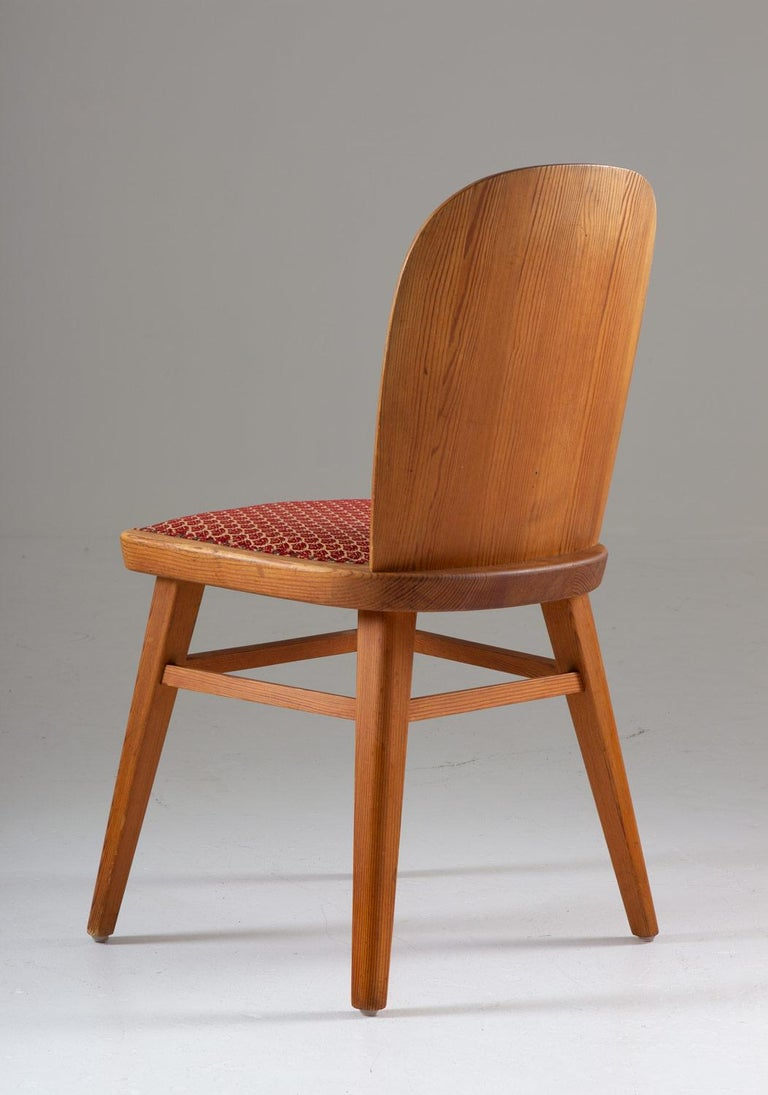 Pair of Scandinavian Chairs in Pine For Sale 2