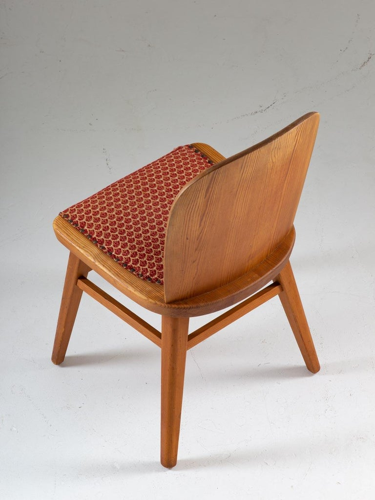 Pair of Scandinavian Chairs in Pine For Sale 3