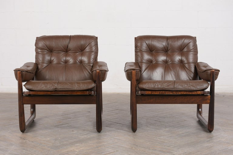 Mid-Century Modern Pair of Mid Century Leather Tufted Lounge Chairs For Sale