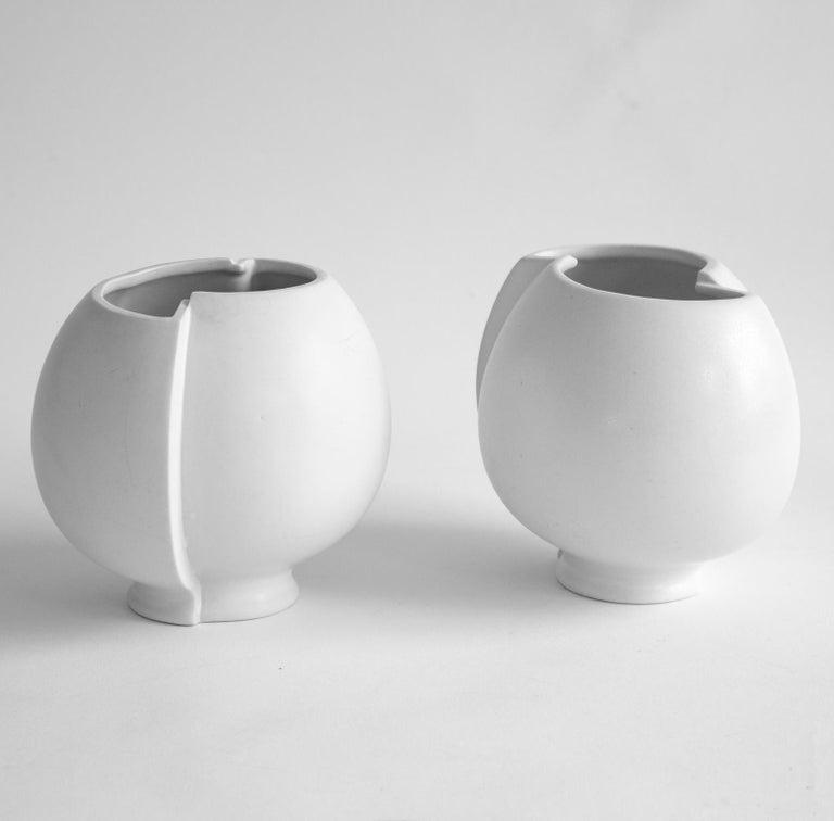 Mid-Century Modern Pair of Scandinavian Modern Stoneware Vase Model Surrea Designed by Wilhelm Kåge For Sale
