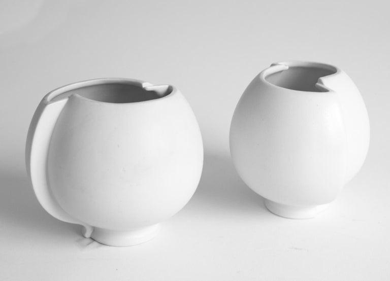 Mid-20th Century Pair of Scandinavian Modern Stoneware Vase Model Surrea Designed by Wilhelm Kåge For Sale