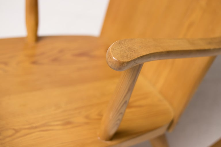 Pair of Scandinavian Pine Rocking Chairs In Good Condition For Sale In Dronten, NL