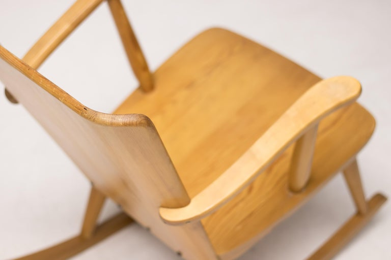 Pair of Scandinavian Pine Rocking Chairs For Sale 1