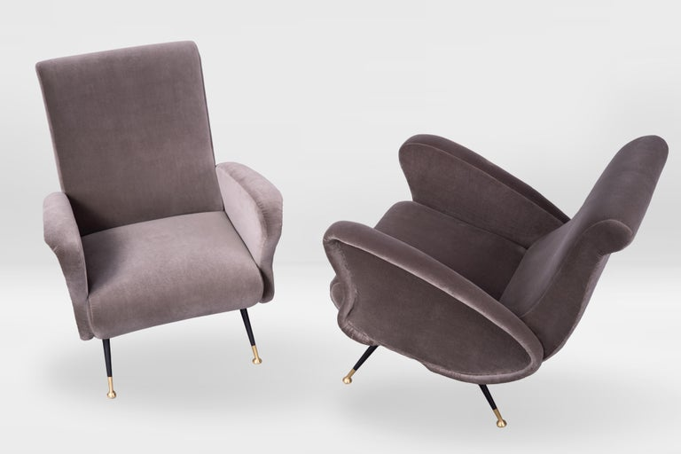 Pair of Sculptural Armchairs, Italy 1950s, Reupholstered in Kvadrat Velvet In Good Condition For Sale In Torino, IT