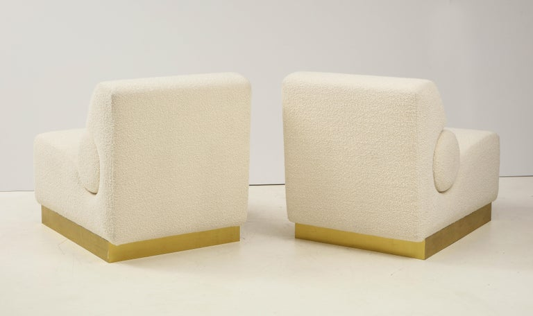 Pair of Sculptural Lounge Chairs in Ivory Boucle and Brass Base, Italy For Sale 5