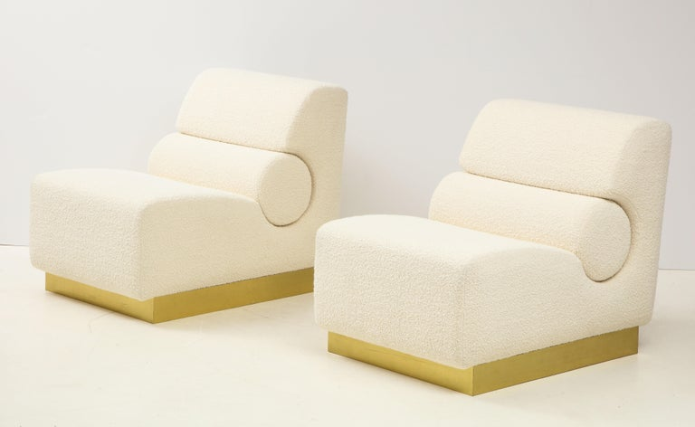 Pair of Sculptural Lounge Chairs in Ivory Boucle and Brass Base, Italy For Sale 6
