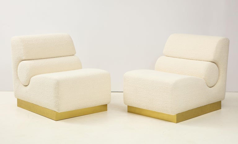 Italian Pair of Sculptural Lounge Chairs in Ivory Boucle and Brass Base, Italy For Sale