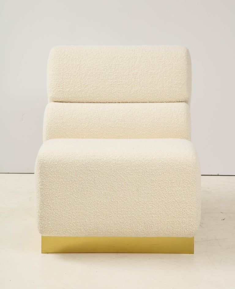 Pair of Sculptural Lounge Chairs in Ivory Boucle and Brass Base, Italy For Sale 1