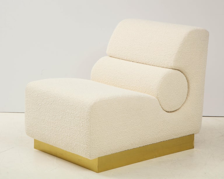 Pair of Sculptural Lounge Chairs in Ivory Boucle and Brass Base, Italy For Sale 2