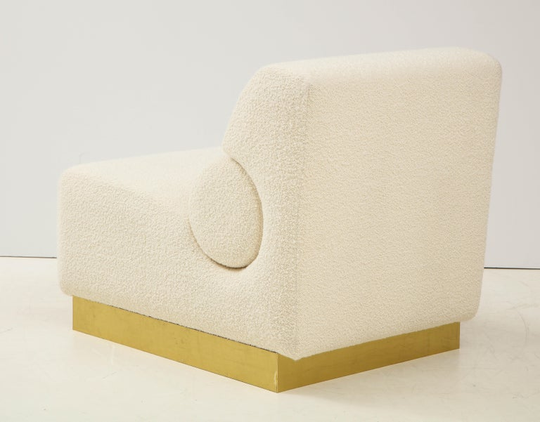 Pair of Sculptural Lounge Chairs in Ivory Boucle and Brass Base, Italy For Sale 3