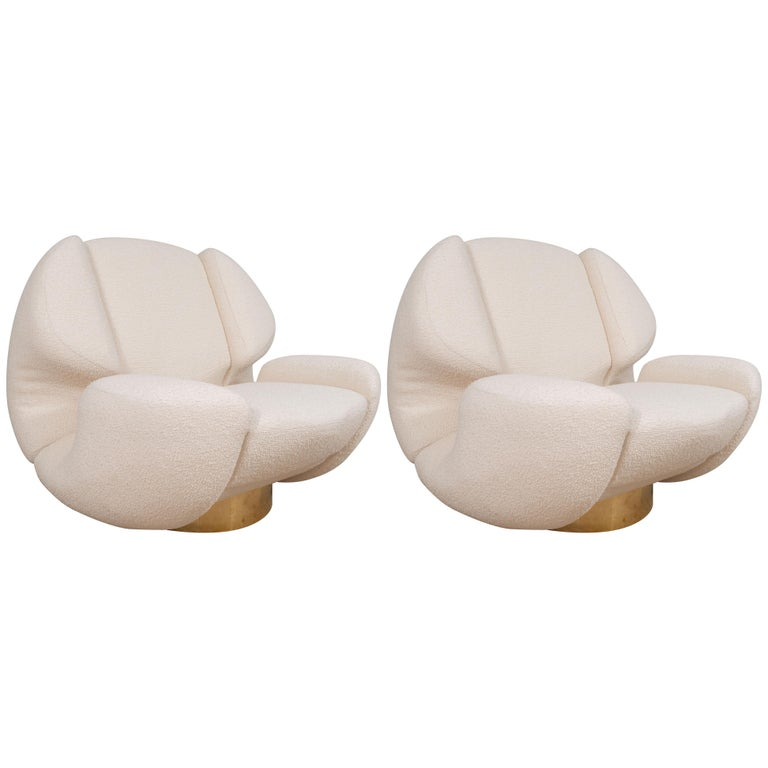 Pair of Sculptural Lounge Chairs in Ivory Bouclette Fabric and Brass Base, Italy