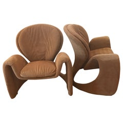 Pair of Sculptural Lounge Chairs in the Manner of Vladimir Kagan