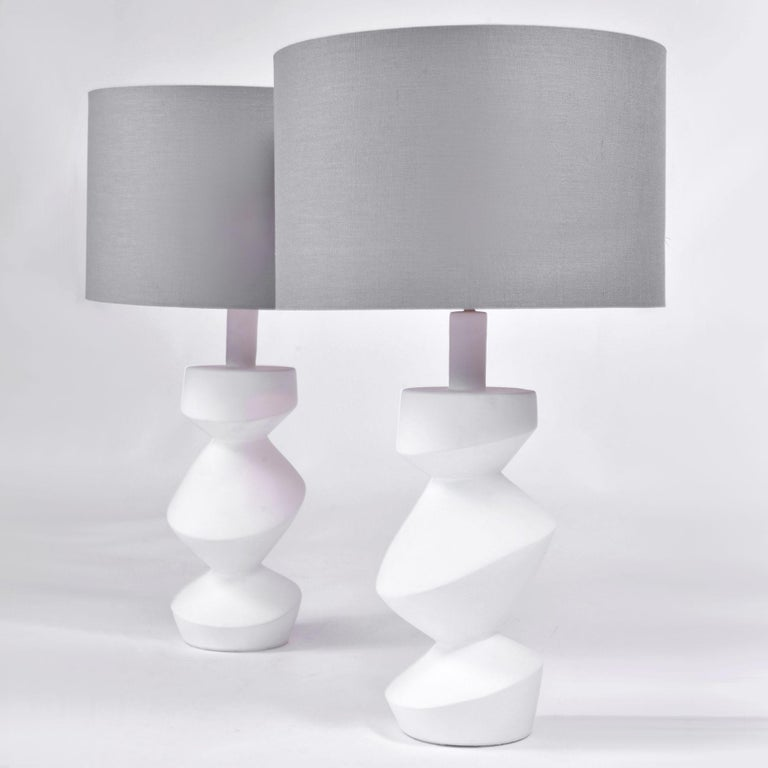 Plaster Pair of Sculptural 'Savoy' Gold Gilt Table Lamps For Sale