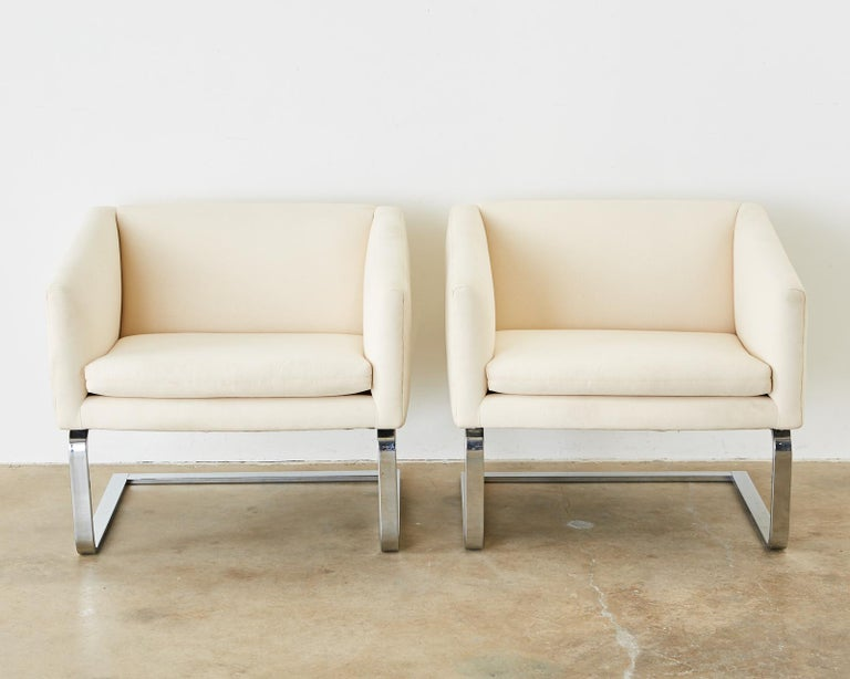 American Pair of Selig Mid-Century Modern Cantilever Lounge Chairs For Sale