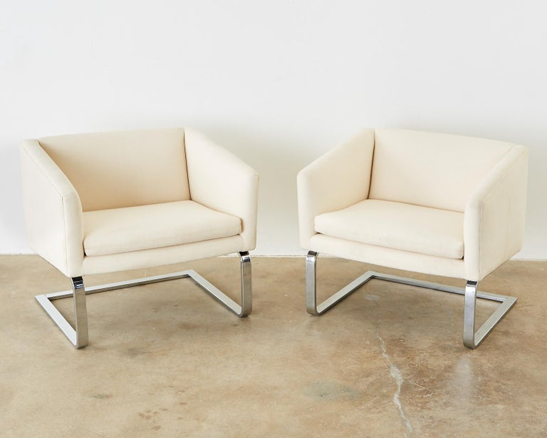 Pair of Selig Mid-Century Modern Cantilever Lounge Chairs In Good Condition For Sale In Oakland, CA