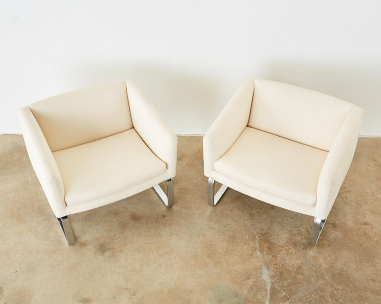 Steel Pair of Selig Mid-Century Modern Cantilever Lounge Chairs For Sale