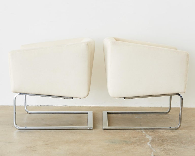 Pair of Selig Mid-Century Modern Cantilever Lounge Chairs For Sale 2