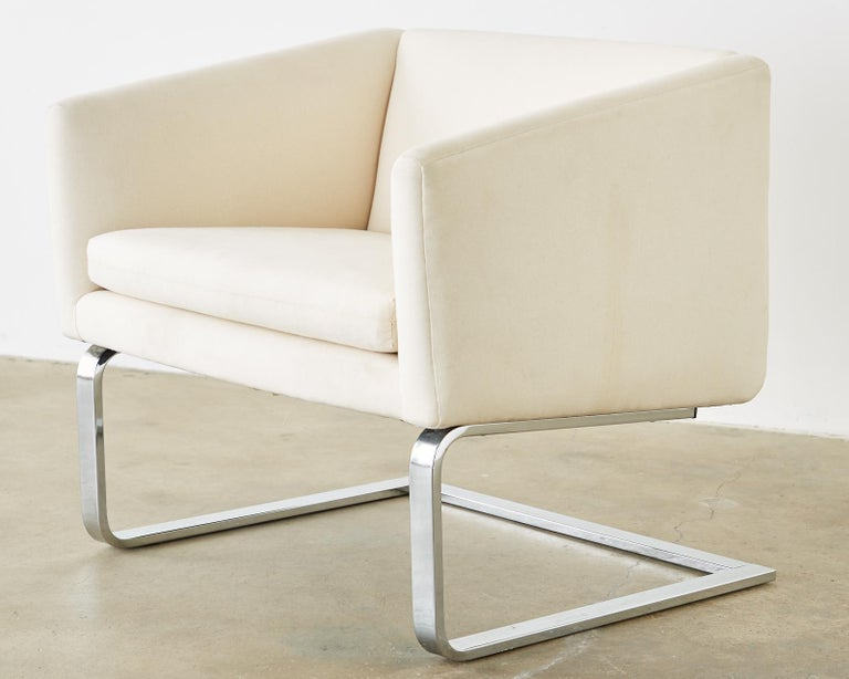 Pair of Selig Mid-Century Modern Cantilever Lounge Chairs For Sale 3