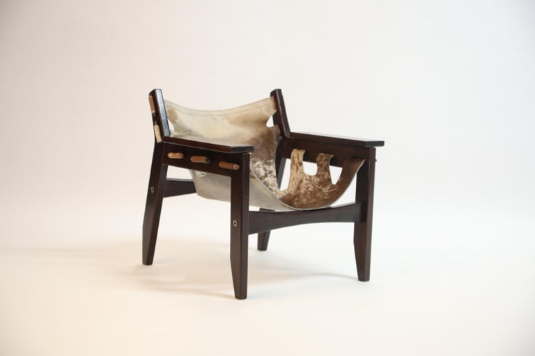 Brazilian Pair of Sergio Rodrigues Kilin Chairs in Rosewood and Cowhide, OCA, Brazil 1970s For Sale