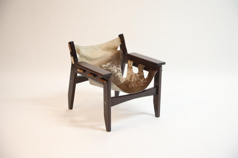 Pair of Sergio Rodrigues Kilin Chairs in Rosewood and Cowhide, OCA, Brazil 1970s In Good Condition For Sale In Los Angeles, CA