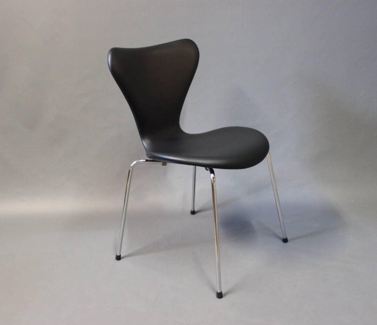 Danish Pair of Series 7 Chairs, Model 3107, by Arne Jacobsen and Fritz Hansen, 1967 For Sale