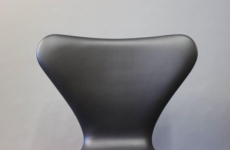 Leather Pair of Series 7 Chairs, Model 3107, by Arne Jacobsen and Fritz Hansen, 1967 For Sale