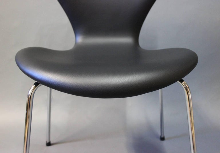 Pair of Series 7 Chairs, Model 3107, by Arne Jacobsen and Fritz Hansen, 1967 For Sale 1