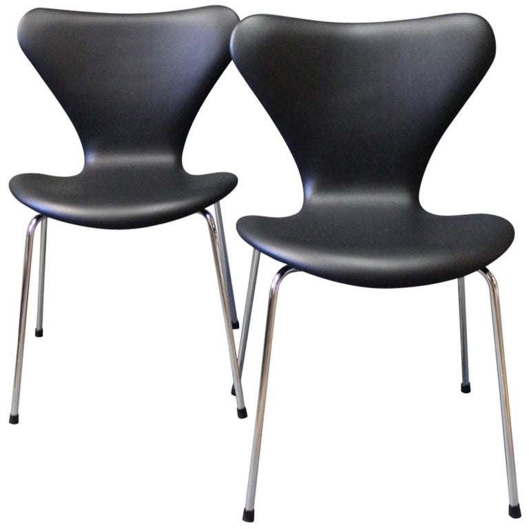 Pair of Series 7 Chairs, Model 3107, by Arne Jacobsen and Fritz Hansen, 1967 For Sale