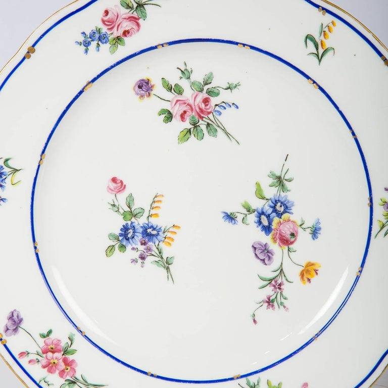 French Pair of Sèvres Porcelain Dishes Painted with Delicate Flowers Made France For Sale