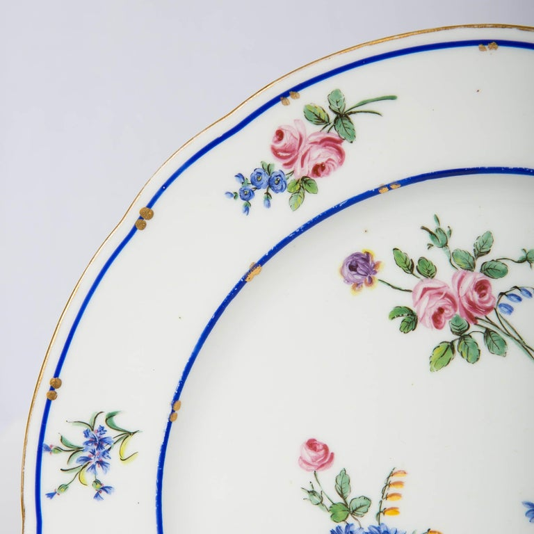 Hand-Painted Pair of Sèvres Porcelain Dishes Painted with Delicate Flowers Made France For Sale