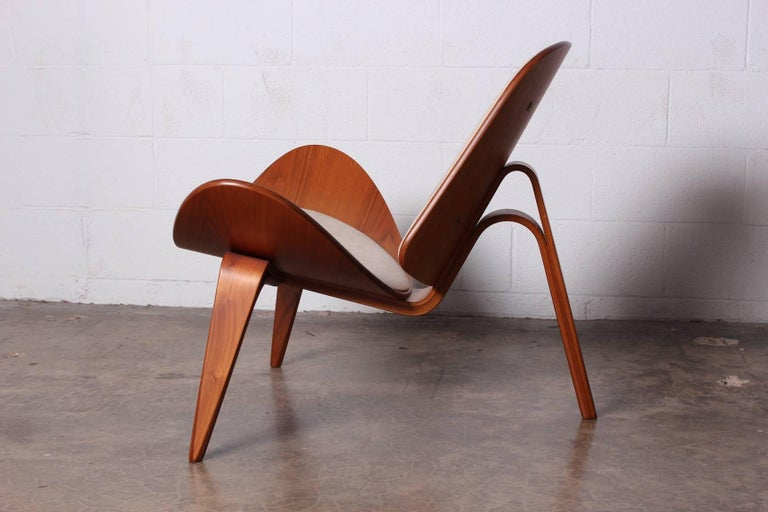Pair of Shell Chairs by Hans Wegner For Sale 6