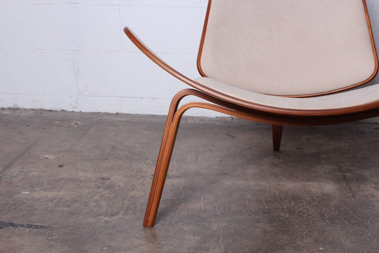 Mid-20th Century Pair of Shell Chairs by Hans Wegner For Sale