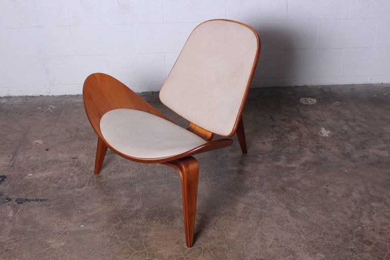 Pair of Shell Chairs by Hans Wegner For Sale 1