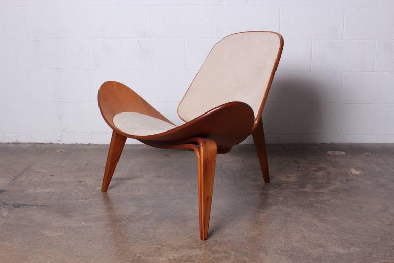 Pair of Shell Chairs by Hans Wegner For Sale 2