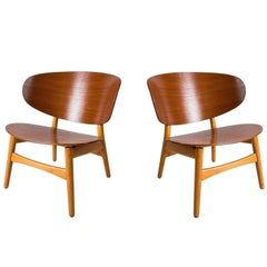 Pair of Shell Lounge Chairs by Hans Wegner