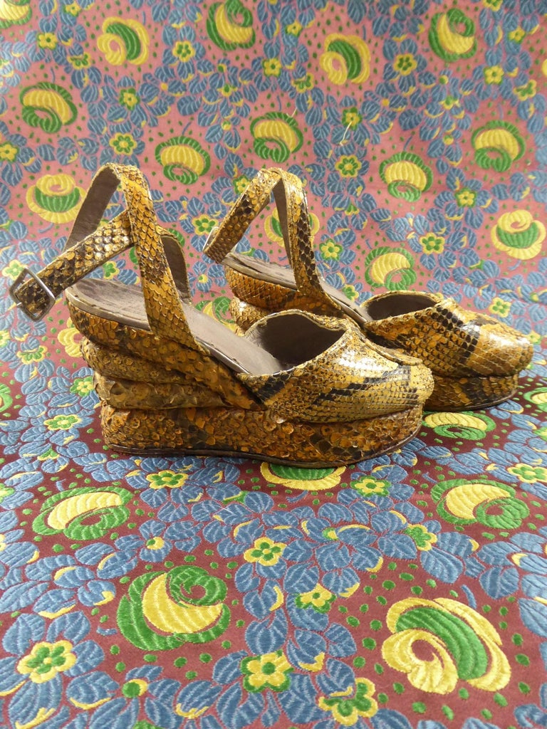 Pair of Shoes with Wedge Heelsin Snake Skin Circa 1940 In Excellent Condition For Sale In Toulon, FR