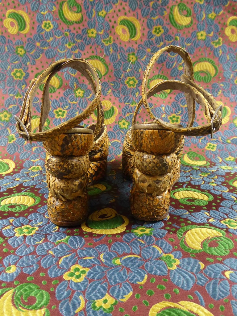 Pair of Shoes with Wedge Heelsin Snake Skin Circa 1940 For Sale 1