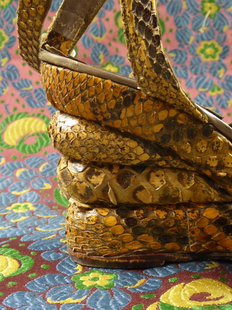 Pair of Shoes with Wedge Heelsin Snake Skin Circa 1940 For Sale 2