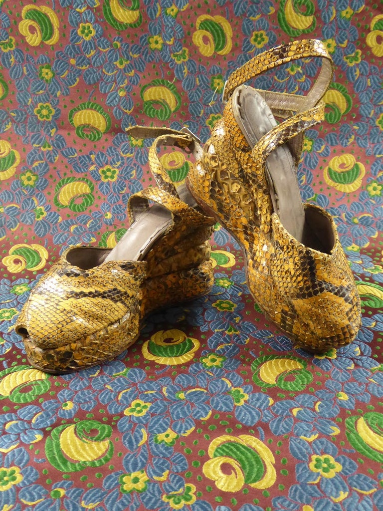 Pair of Shoes with Wedge Heelsin Snake Skin Circa 1940 For Sale 4