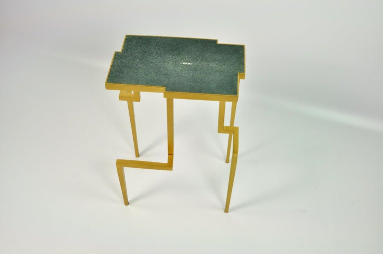 The PIXEL side table is made of solid brass with a genuine shagreen top in a nice jungle green color. The brass has been brushed to give a modern and soft aspect. This side table is very versatile and can be placed anywhere in small or large room,