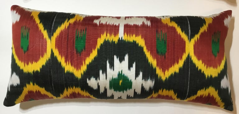 Pair of Silk Ikat Pillows In Good Condition For Sale In Delray Beach, FL