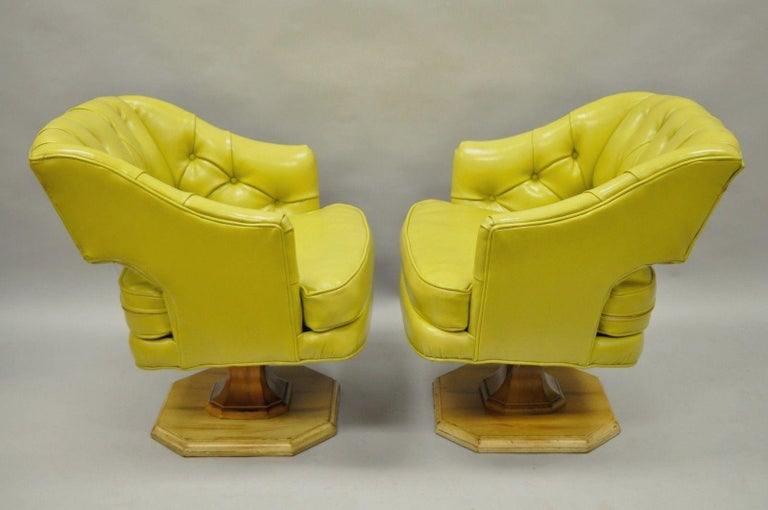 American Pair of Silver Craft Green Yellow Swivel Club Lounge Chairs Mid-Century Modern A For Sale