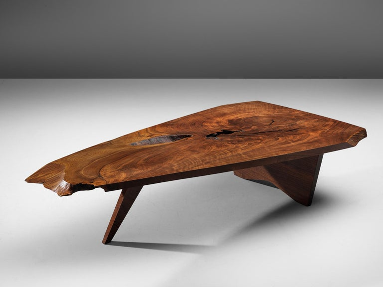 Pair of Slab Coffee Tables by George Nakashima In Good Condition For Sale In Waalwijk, NL